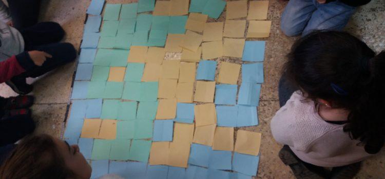 La alfombra de cuadrados de colores