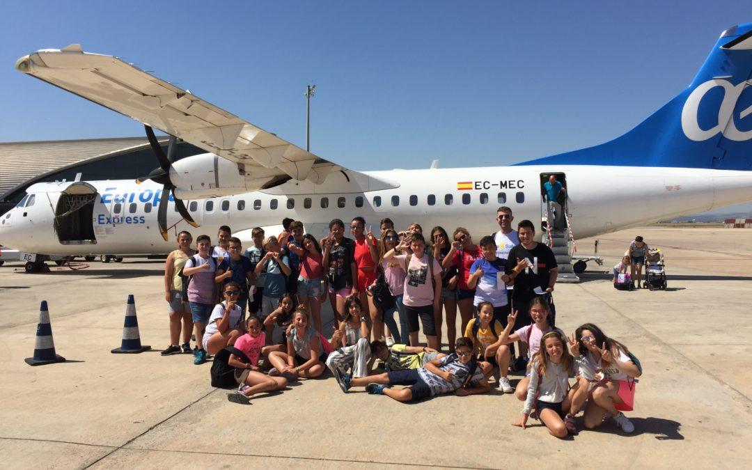 Los alumnos de sexto celebran en Valencia el final de una etapa.